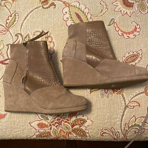 Toms Wedge Booties - EXCELLENT Condition